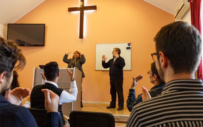 church congregation signing songs in Romanian Sign Language