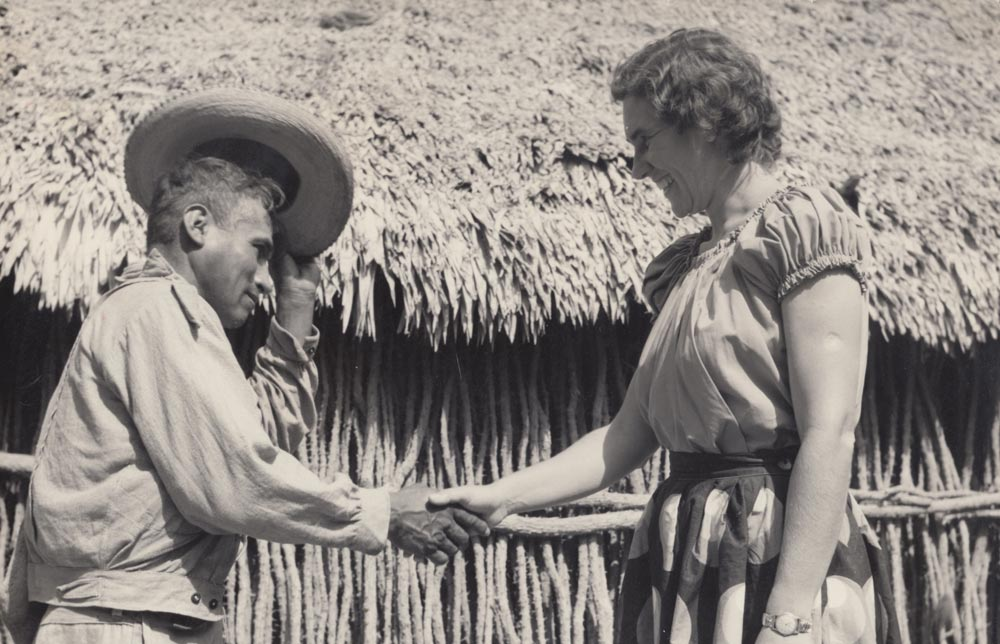 Ethel Wallis greeting one of the new believers in Villagran Mexico of the Otomi