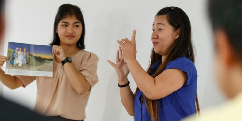 Reaching the Thai Deaf With God's Word
