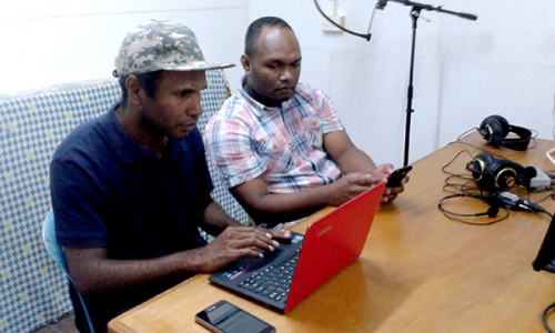 Electronics Provide Scripture Access in the Solomons